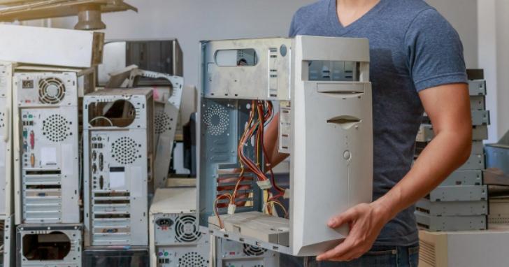 花蓮文化局被指大批電腦堆倉庫一年不拆封太扯,官方澄清卻發現這批電腦是「拆了後收起來放兩年」