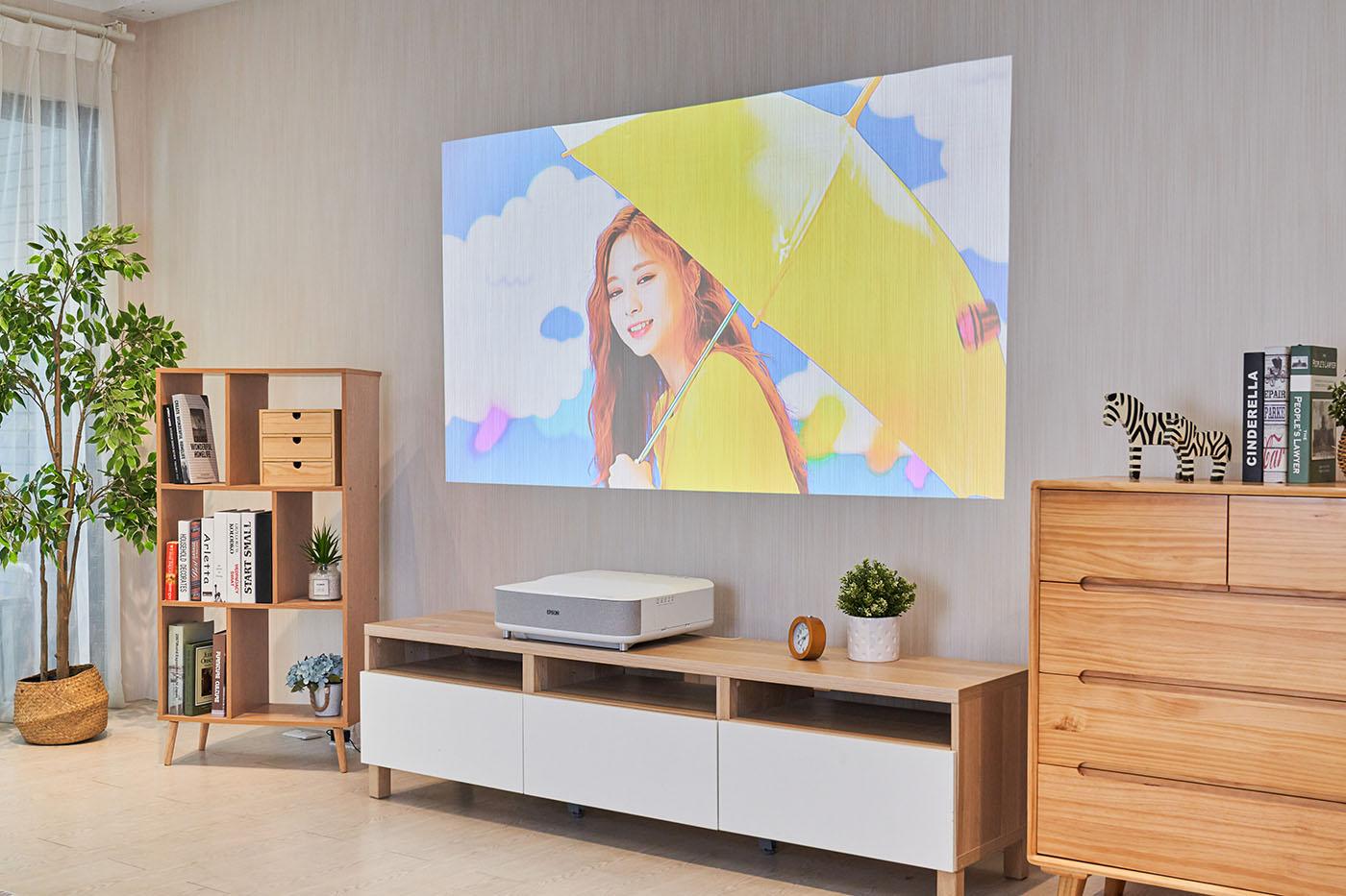 Epson EH-LS300W 國民雷射大電視第一手實測心得:無需投影幕,距離 15 公分即可放映 80 吋大畫面!