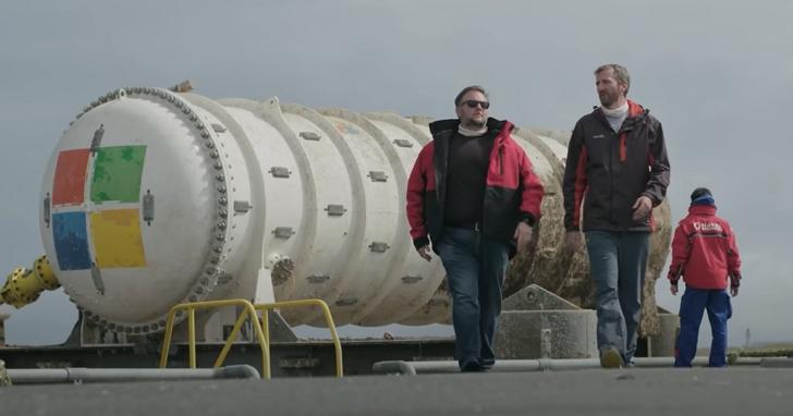 微軟兩年前放下海裡的水下資料中心「出水」,證明將伺服器放入海中是可行的