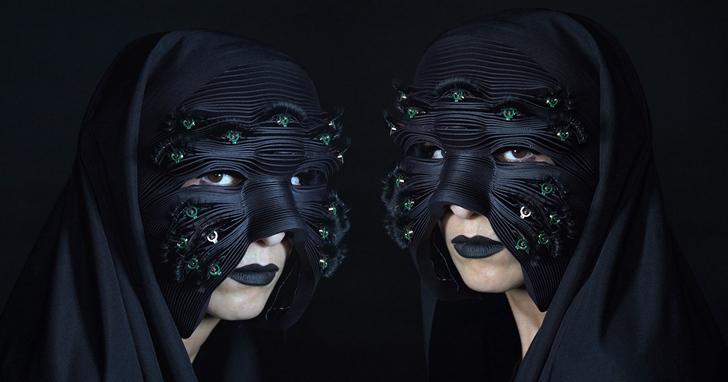 哥德式面具用18隻眼睛傳遞摩斯密碼與人交流,但示範影片看來根本恐怖片