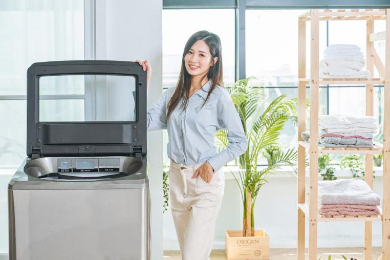 Panasonic 業界首創*直立式洗衣機搭載洗劑量自動精準投入 讓洗衣更輕鬆更智慧
