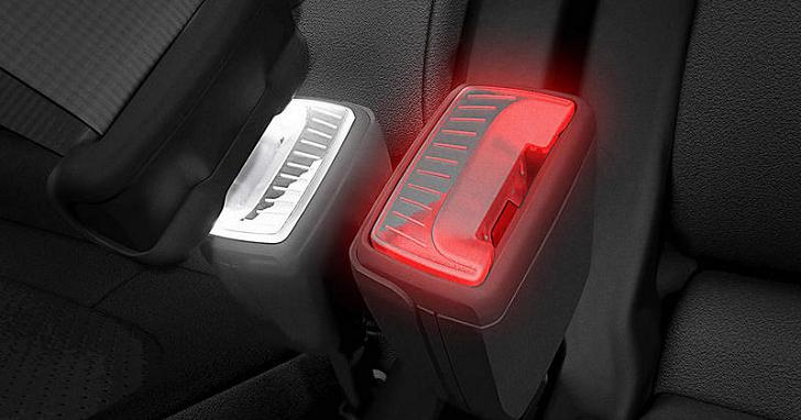 別忘記繫上安全帶,Skoda 決定在安全帶扣上加入燈光效果