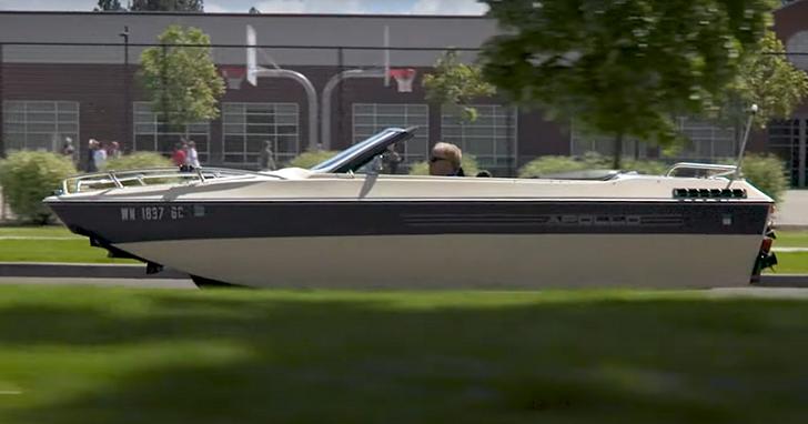 將一台敞篷車改成一艘船,雖然只花三萬塊但還不能水陸兩用