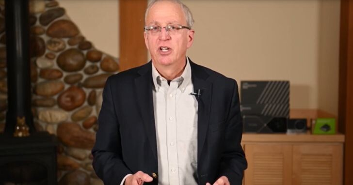 NVIDIA首席科學家Bill Dally說:摩爾定律已經失效,「黃氏定律」成為全新指標