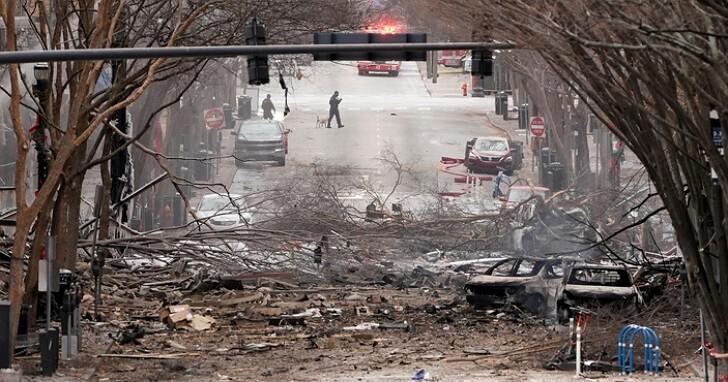 美國田納西州清晨六點發生露營車炸彈案,爆炸前發出詭異預告、整條街被炸到寸草不生