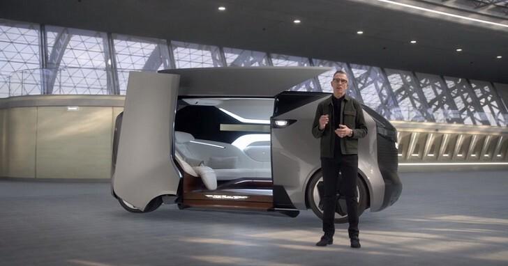 人類未來該怎麼移動?凱迪拉克展示次世代自駕載具與個人飛行器