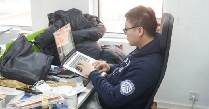 中國京東工程師被傳因常年996加班而在電腦前猝死,「當事人」回應:我還能加班