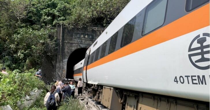 台鐵太魯閣號撞上工程車出軌事故,已知36人失去生命跡象、百人輕重傷