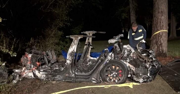 無人駕駛的特斯拉造成兩人死亡事件,美國參議員呼籲進行調查