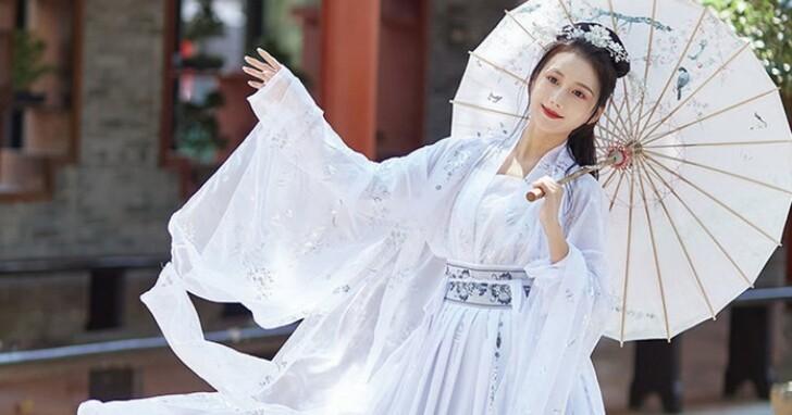 她網購中國「漢服盲盒」以為自己能變神仙姐姐,打開一穿整個變成九世罪人