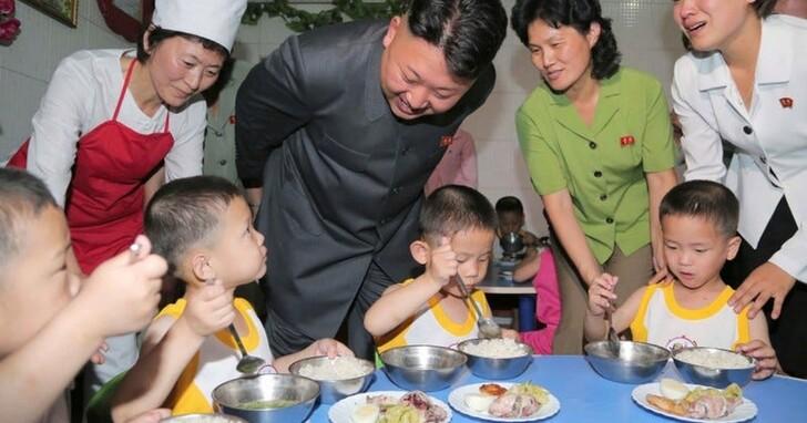 北韓糧食危機緊繃,金正恩推動「群眾養兔」:都來吃兔子不就好了嗎?
