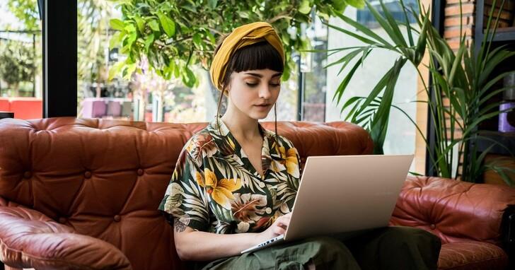 ASUS OLED筆電有效降低70%藍光傷害,ZenBook Flip 13 OLED 售價43,900起