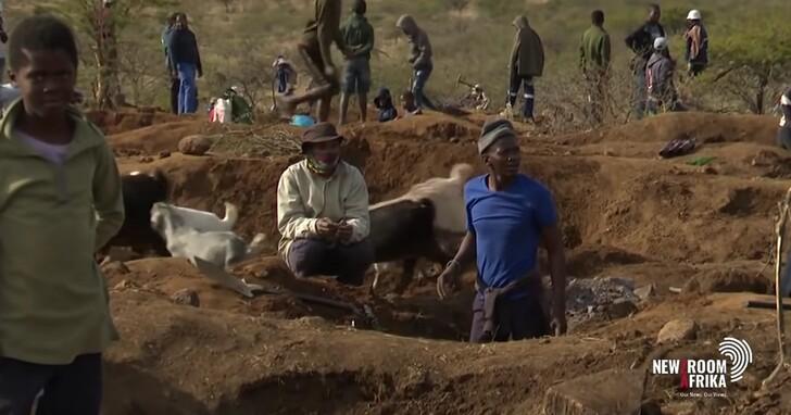 上千人湧入南非偏僻小村莊挖「鑽石」好開心,拿去鑑定卻是石英