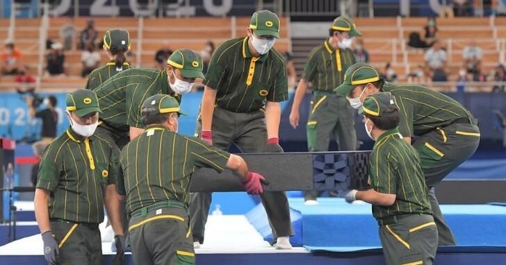 你有注意到奧運頒獎台是由黑貓宅急便團隊搬運的嗎?