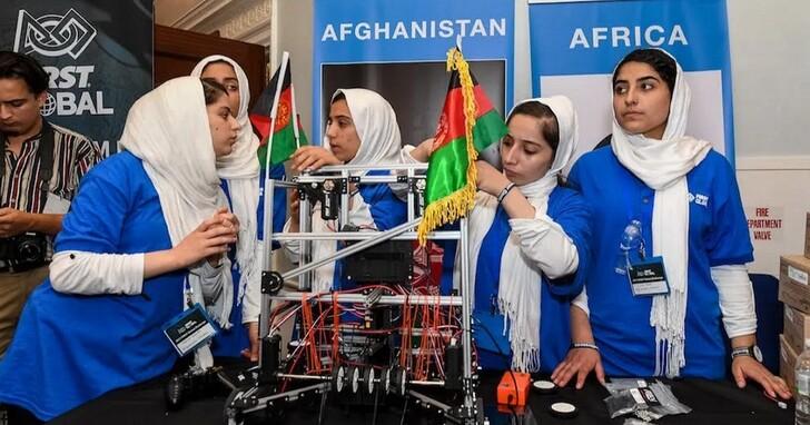 全女性機器人創客團隊,正在試圖逃離塔利班接管政權的阿富汗