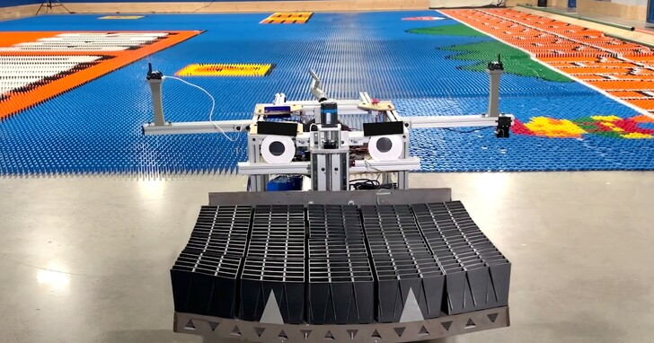 機器人僅用24小時將10萬塊骨牌拼出瑪利歐,創下世界紀錄!