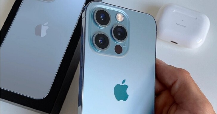 iPhone 13 Pro天峰藍拿在手上怎麼樣?上手天峰藍實機圖首次曝光