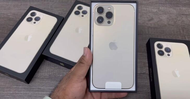 首支iPhone 13 Pro Max開箱影片已上線,塑膠封膜、豆腐頭都不見