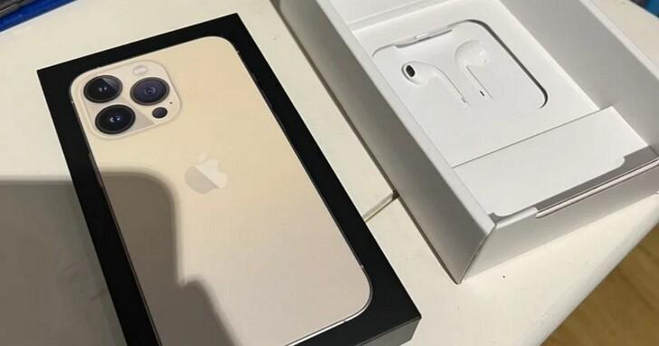 這個國家買iPhone 13,包裝盒內依然會附帶EarPods耳機、並且可能還帶有塑膠膜