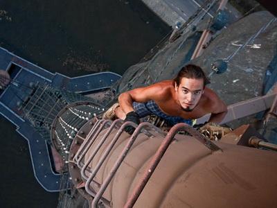 極限攝影:要拍不要命,爬上至高點求好景
