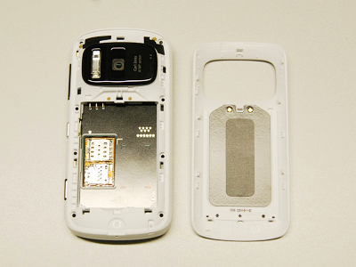 Nokia 808 PureView 拆解照出爐,4100萬畫素相機模組長啥樣?