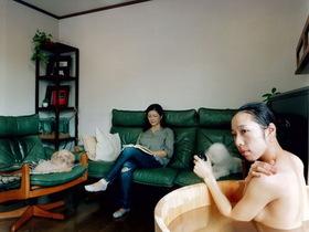 用木桶洗澡玩創意自拍:日本女攝影師的入浴百景