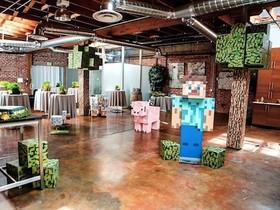 熱門遊戲 Minecraft 迷,在現實世界打造「當個創世神」婚禮