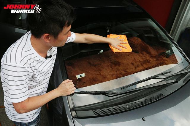 前擋風玻璃「霧煞煞」,實際教你如何DIY,自己清潔更乾淨!