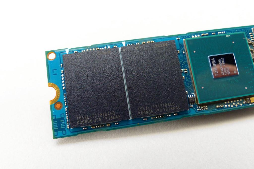 XG6 採用 2 個 TH58LJT2T24BAEG 快閃記憶體封裝,單個封裝應為 512GB/4 通道/TLC 記錄形式,除此之外 Toshiba 並沒有公開相關資料