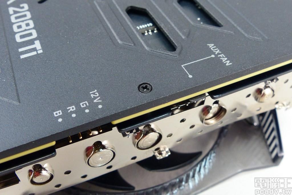 显示卡尾端具备 1 组 +12V、G、R、B RGB LED 针脚与 1 组 PWM 风扇针脚,能够透过 Precision X1 软体掌握