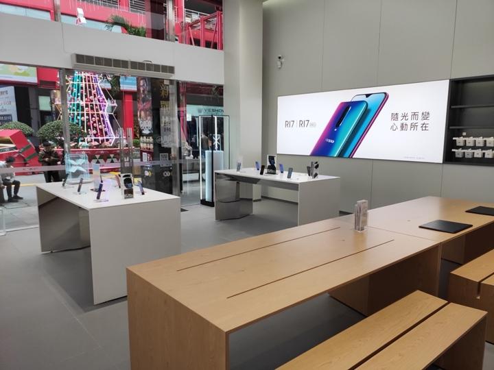 OPPO 信義威秀門市體驗店開幕,元旦連假買手機抽 OPPO 買單優惠