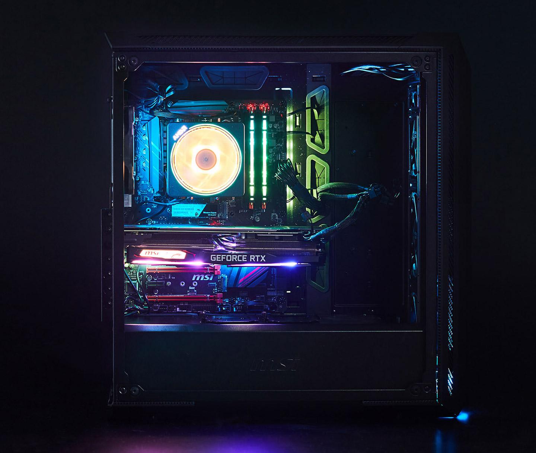 卸除側板後可以更清楚看到燈光效果,玩家可透過燈效切換鈕來變換不同的燈效,或藉由內建的 Mystic Light 軟體來自訂想要的燈色與動態效果。