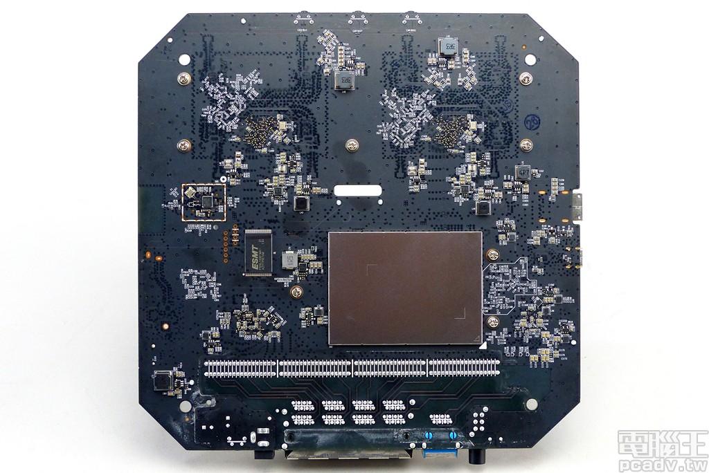 ▲ Archer AX6000 電路板背面,多數電源轉換處理均放置於此面。