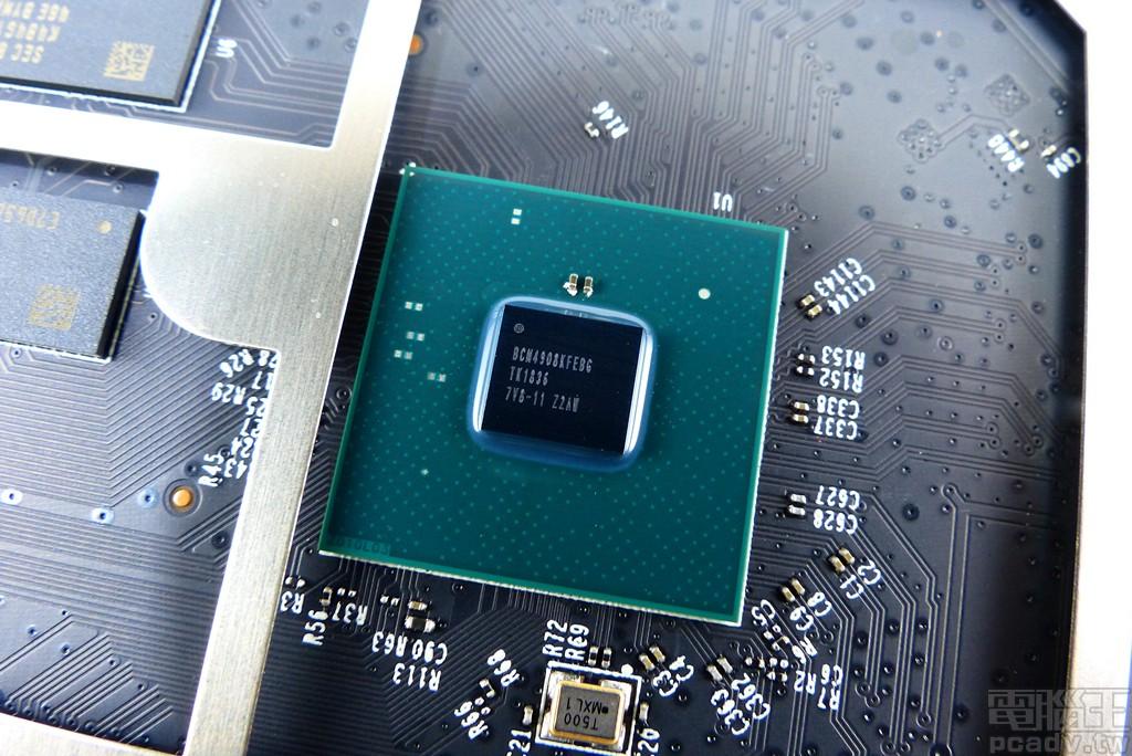 ▲ BCM4908 為 Archer AX6000 的網路SoC,內含 Cortex-A53 1.8GHz 四核心,另有 Runner 處理器專門負責網路封包,內建有線網路實體層直接負責 LAN1~LAN4。