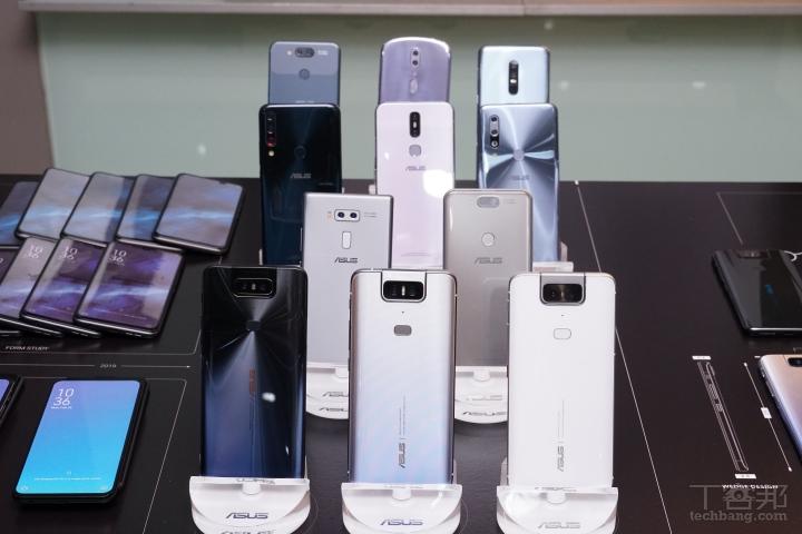 這些都是 ZenFone 6 的概念手機,可以看到華碩真的做了很多不同嘗試,不論是翻轉鏡�、雙鏡�、三鏡�、橢圓機身�。