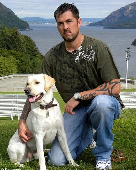 Marcus Luttrell 近照(圖片�的狗不是DASY)