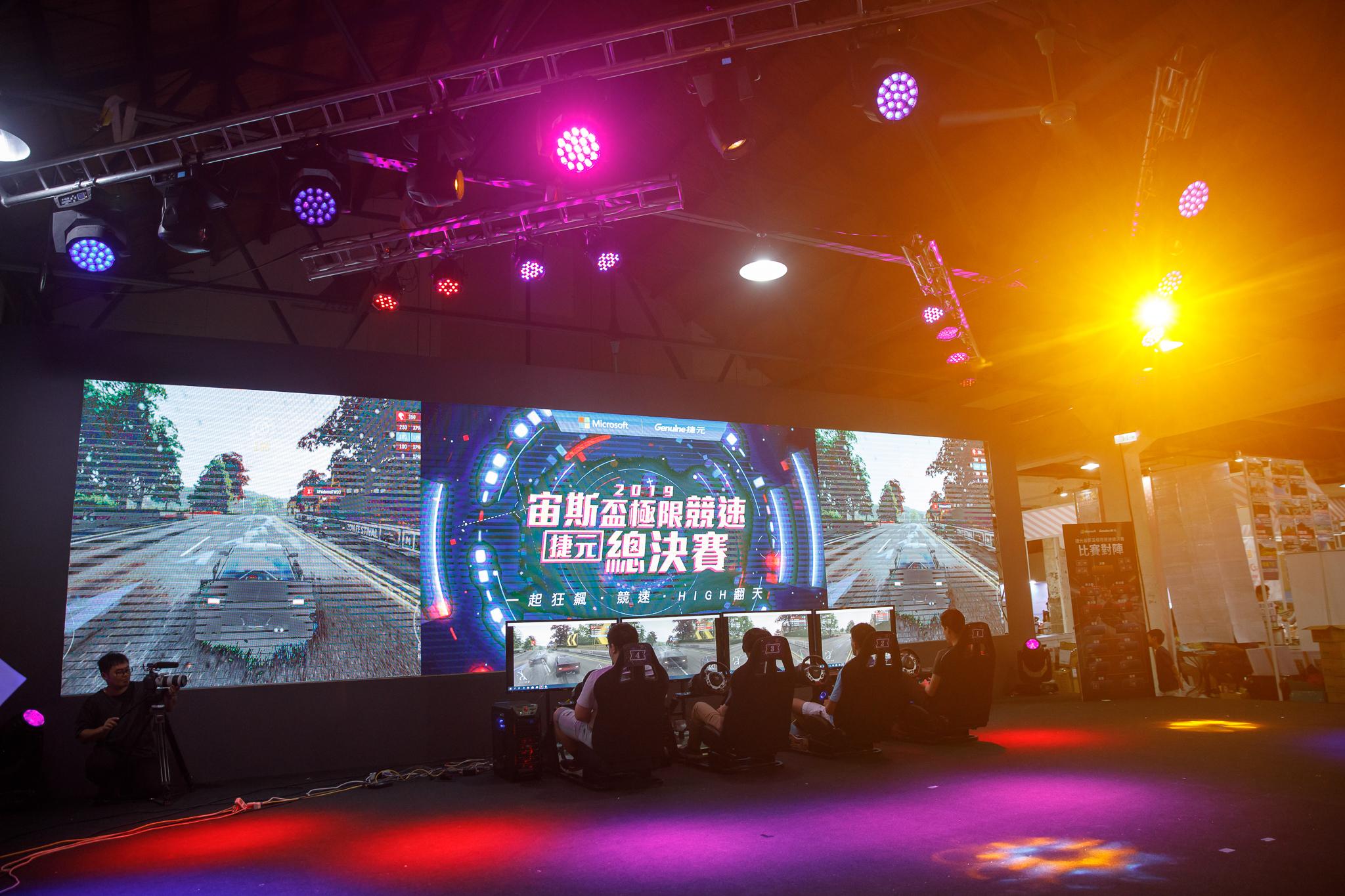 眾所矚目的「捷元宙斯盃極限競速總決賽」,於上週日(5/26)在華山文創園區火熱登場,當天吸引超過50名選手前來挑戰,現場戰況可說是空前刺激。