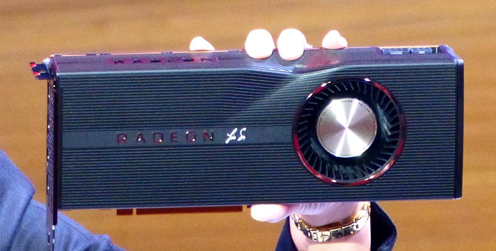 ▲ Radeon RX 5700 XT 還會有個 50 週年紀念版,散熱器外殼印製 AMD CEO Lisa Su 簽名。