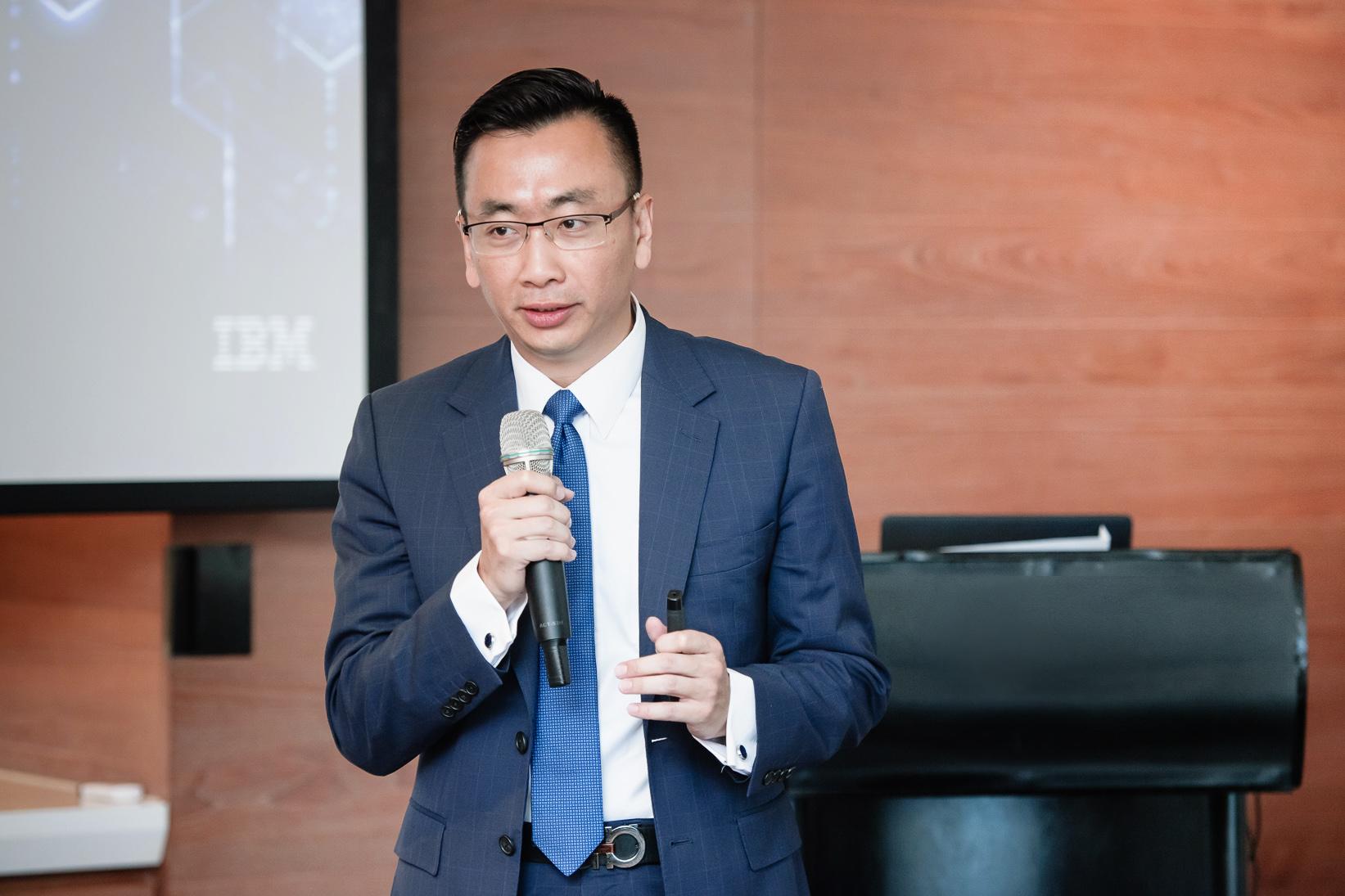 台灣IBM全球企�諮詢服務事�群總經理吳建宏指出面對金融三大開放政�,金融�者應加速創新動能、實踐數位再造,以因應市場與金融規範的劇烈變化