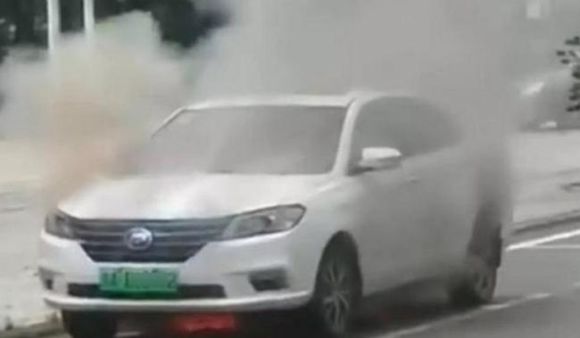�國製電動車頻頻起火,四成以上事故發生在行駛時自燃、大部分原因出在電池