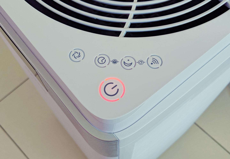 在G-Plus Pro 1000 連結電源後,電源鈕旁會亮起紅燈,點選按鈕後即可開機。