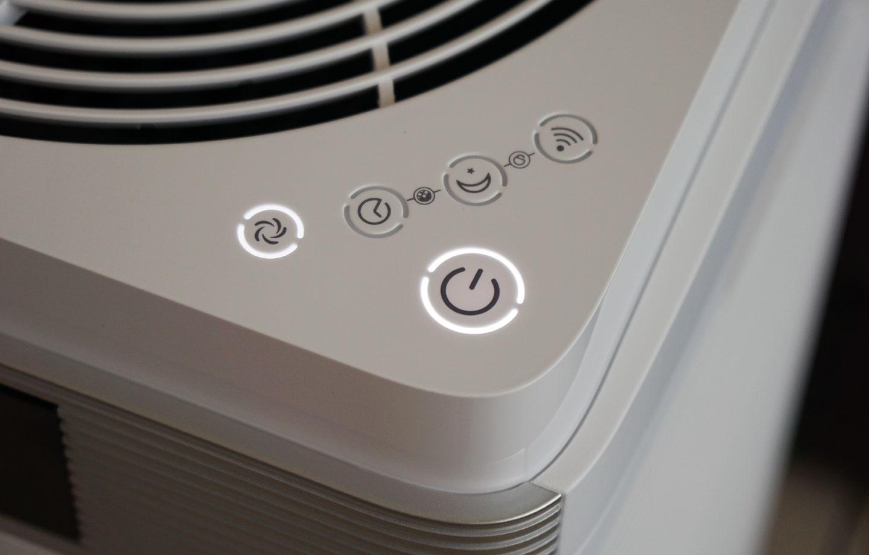 隨著啟動功能的不同,按鈕旁的燈號也會亮起來示意。