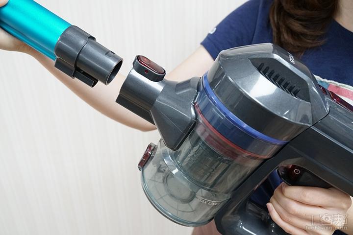 吸頭安裝採用快拆設計,按下按鈕就可以組合吸頭和主機或拆卸下來。