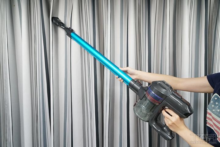 就連軟質的窗簾也可以用二合一毛刷吸頭搭配延長鋁管清潔。