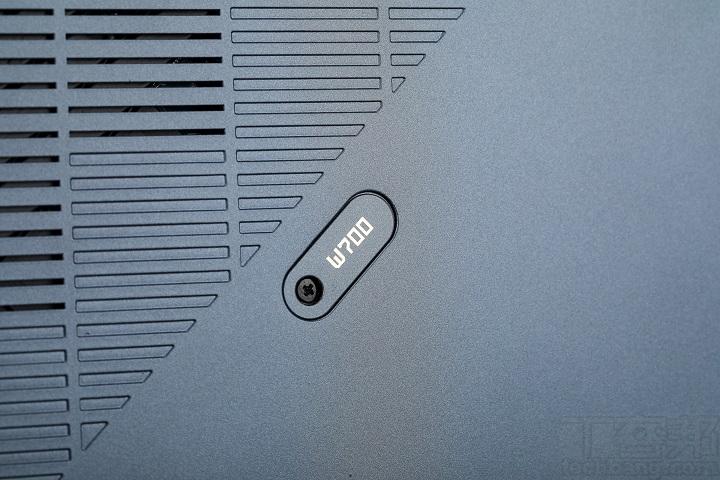 預留了記憶體與 SSD 的升級空間,在機身四周又�間都可見螺絲,且不需要特殊的螺絲起�,為一般的十�型。