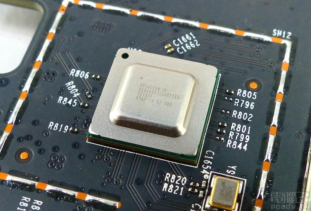 ▲ 網路 SoC 透過 SGMII+ 連接 BCM54991 實體層晶片,於 RJ45 WAN 埠最高提供 2.5Gbps 連線速率。