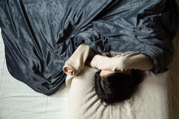 Gütnap 擁抱毯 7 層包覆內裡、採人體 8%~12% 重量 趕走壓力更好眠