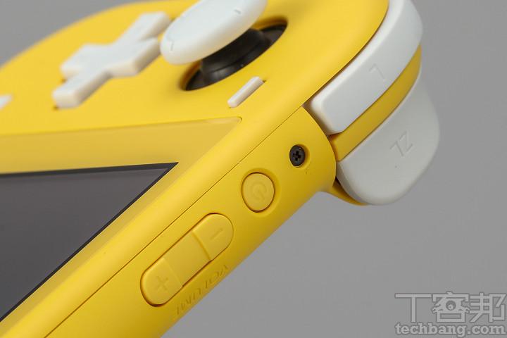 從開關鍵、音量調整鍵到蘑菇頭、板機鍵,整台 Nintendo Switch Lite 基本上由塑料打造。