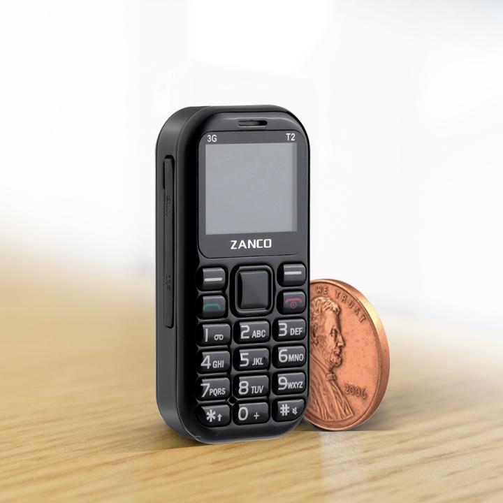 tiny t2是款尺寸相當嬌小的手機,它的寬與高分別約為4.6 x 6.1公分。