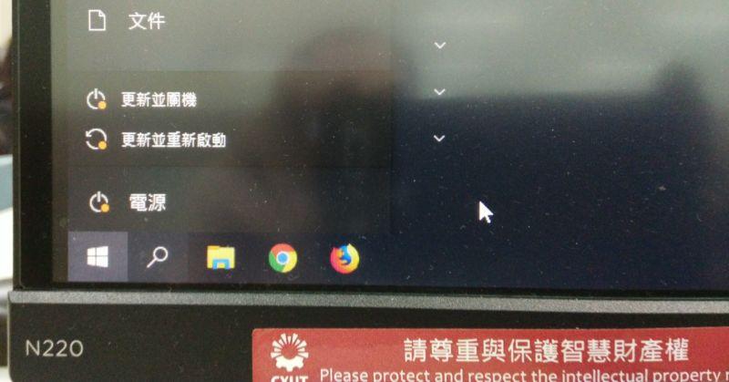 由中國發金鑰的 Zoom、 臉腫的教育部、 很政治的技術物